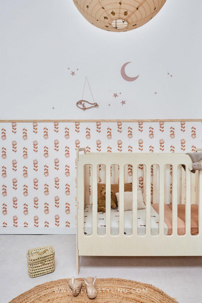 Babykamer meisje bloemen behang naturel