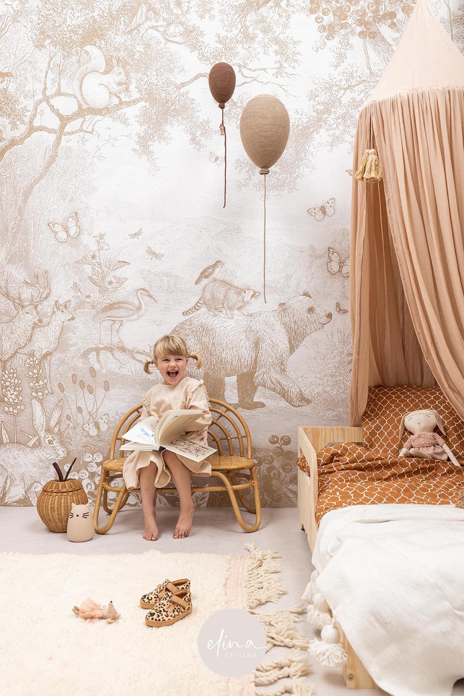 Meisjeskamer aardetinten en natuurlijke materialen
